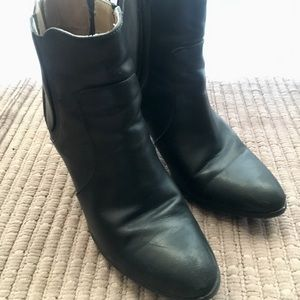 Adrienne Vittadini Sz 9 Ankle Boots